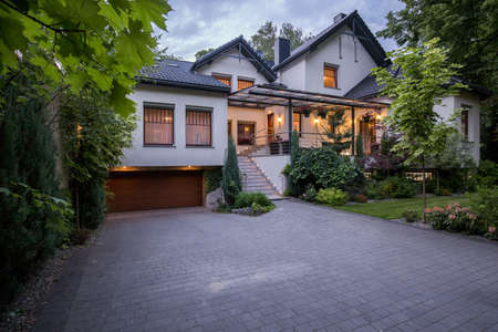 戸建の高級モダンな外観の家 写真素材