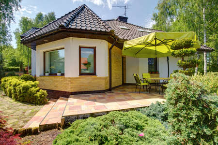 fachada: Exterior de la casa unifamiliar con terraza