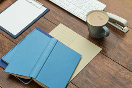 libros abiertos: Close-up of open books and cup of coffee in office