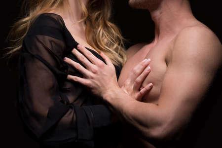 naked young women: Молодые голые пара, касаясь друг друга страстно