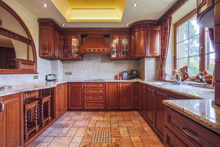 Mueble de cocina de madera en el interior de estilo colonial fotos ...