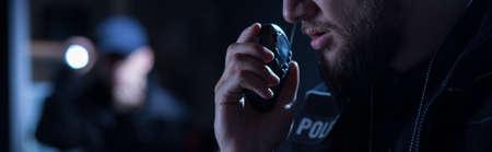 interventie: Police officer needs help during intervention