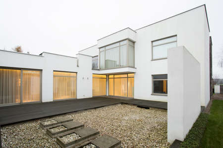 single dwellings: Horizontal view of patio in single-family home