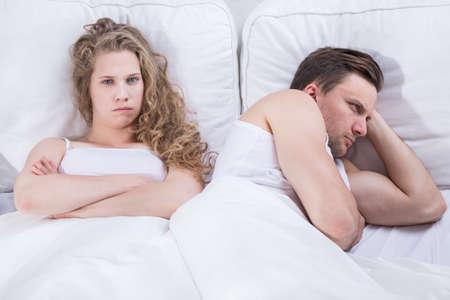 sex: Bild der wütend und frustriert Paar mit Beziehungsproblem