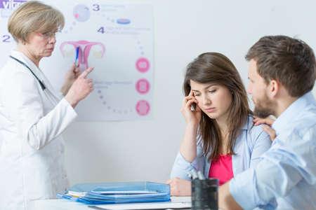 consulta m�dica: El problema de la infertilidad y en proceso vitro Foto de archivo