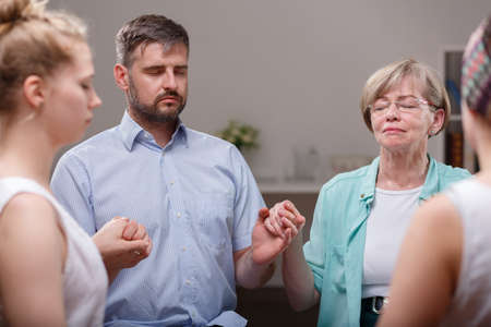 terapia psicologica: Foto de grupo de apoyo para personas con depresión