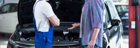 trusted: Customer is talking with his trusted car mechanic Stock Photo
