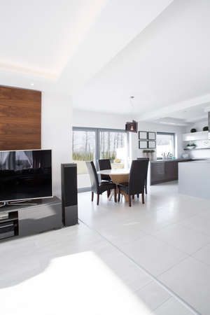 areas: Spacious and white dining area in the house