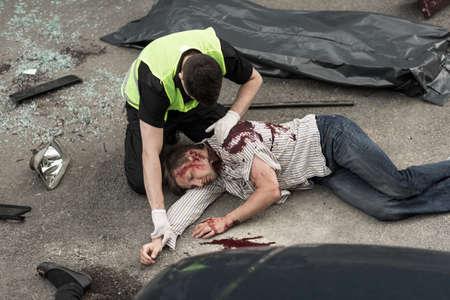 道路に提示の致命的な事故を画像します。 写真素材
