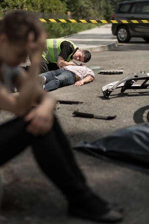 lesionado: Desesperación joven conductor en escena del accidente vial