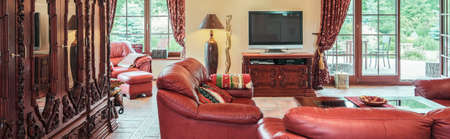 luxury living room: Elegant luxury living room in traditional style