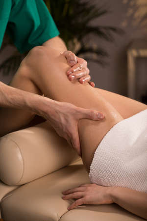 kneecap: Woman having relaxing massage with essential oils