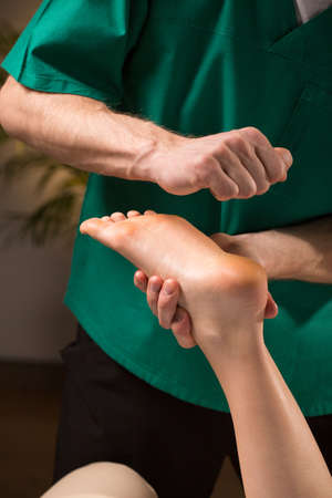 kneading: Theraphy based on kneading pressure points on feet