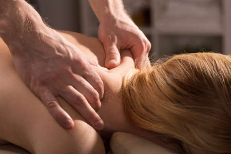 massage: Massage du dos qui r�duit tension et la douleur
