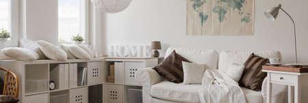 현대적인 스타일의 아파트에서 휴식을 취할 장소의 파노라마 스톡 콘텐츠