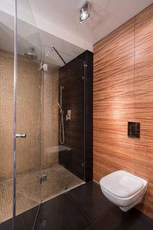 新しいバスルームの壁タイル模倣木製の画像