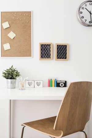 corcho: Primer plano de espacio de trabajo creativo moderno en casa Foto de archivo