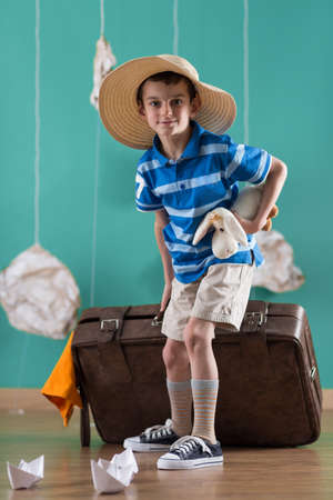 valise: Picture of little traveler with big valise