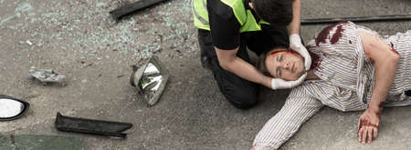 First aid for man injured in car accident Archivio Fotografico