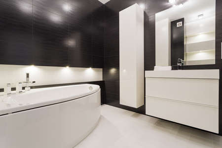 bath room: Modern and exclusive black and white bathroom