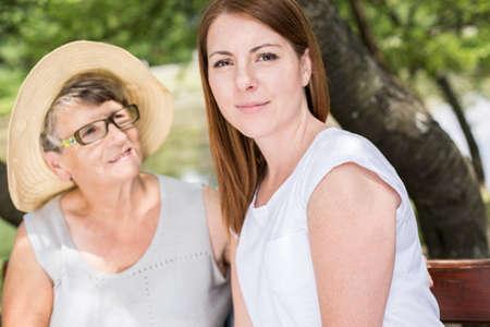 amicizia: Immagine di vera amicizia tra nonna e nipote