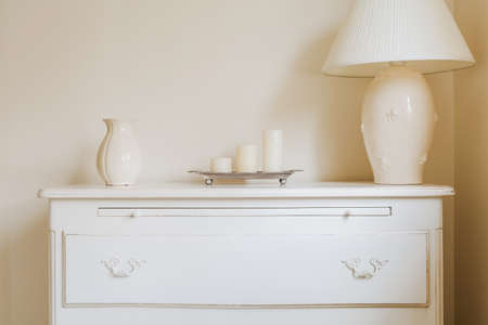 lampshade: Stylish chest of drawers in the bedroom
