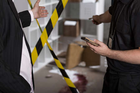 crime scene: Asesinato o crimen escena atrincheró con cinta