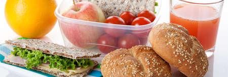 nutrients: Un desayuno saludable que consiste en productos llenos de nutrientes y vitaminas