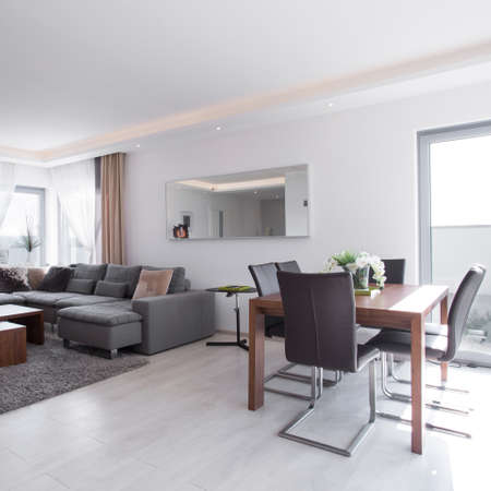 Dining table in bright exclusive living room Stockfoto