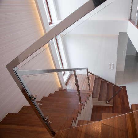 perfect elegante escalera de madera y vidrio moderno en diseo minimalista photo with escalera minimalista - Diseo Minimalista