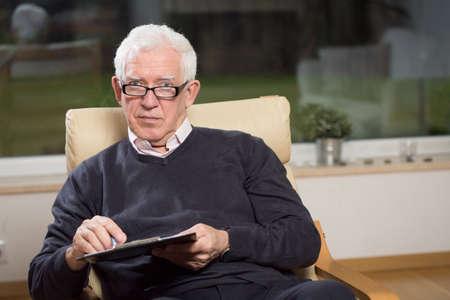 mature businessman: Horizontal view of senior psychotherapist holding clipboard Stock Photo