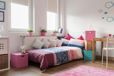Rose accessories in cozy teen girl room Imagens