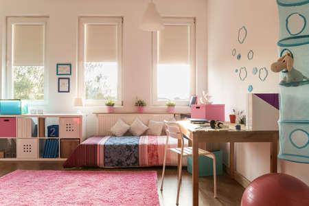chambre � coucher: Photo de chambre douillette pour adolescente Banque d'images