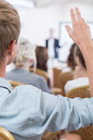 Close-up van de man deel te nemen aan de discussie panel Stockfoto