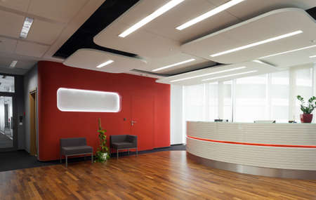 recepcion: Vista horizontal de la recepción en hotel moderno Foto de archivo