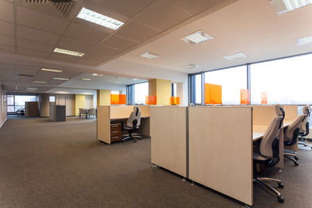 Open space with desks in the office Imagens