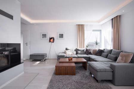 case moderne: Luce moderna interni minimalisti in stile elegante