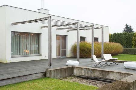 case moderne: Immagine di casa indipendente con terrazza bellezza