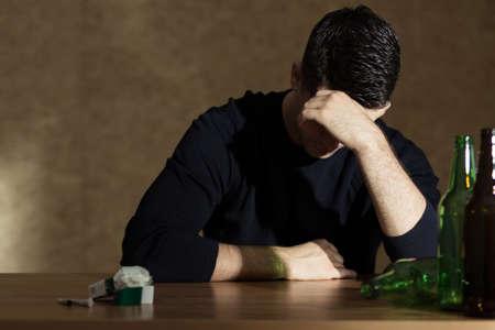 若者の間でアルコールやニコチン依存症 写真素材