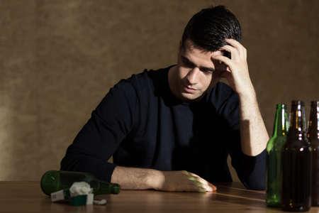 alcoholismo: Imagen presentar problema del alcoholismo entre los j�venes