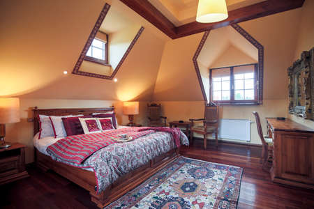 king bed: Image of neat furnished bedroom wit king size bed