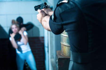 警察官は犯罪者を目指す 写真素材