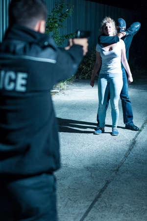 delito: La mujer joven es víctima de hombre peligroso