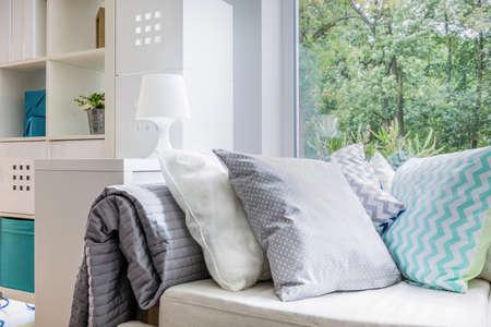 快適なソファ、装飾的なトレンディな枕デザイン