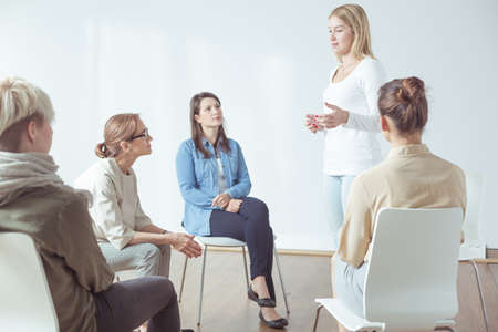 현대 활성 여성을위한 회의 또는 워크샵 스톡 콘텐츠 - 46452266