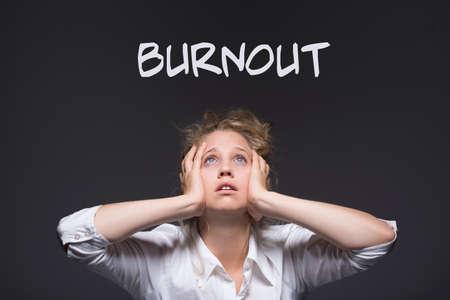 acoso laboral: Imagen de burnout femenina acoso laboral v�ctima Foto de archivo