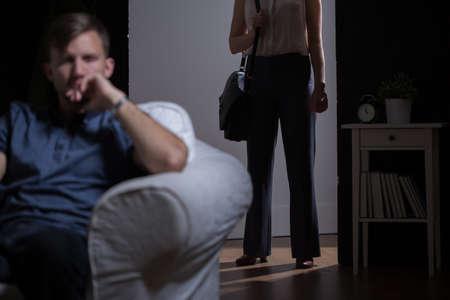 heirat: Junge Ehe Paar ignorieren einander