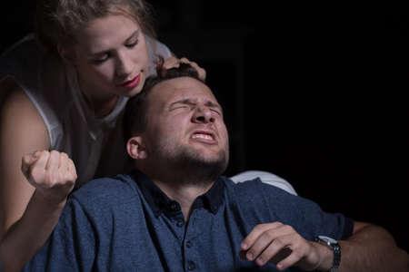 violencia: Mujer agresiva y la violencia dom�stica contra el marido