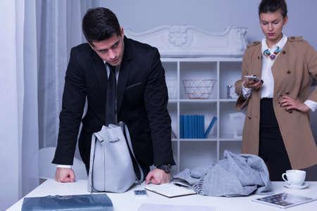 acoso laboral: Foto de enojado v�ctima de acoso laboral y su empleador