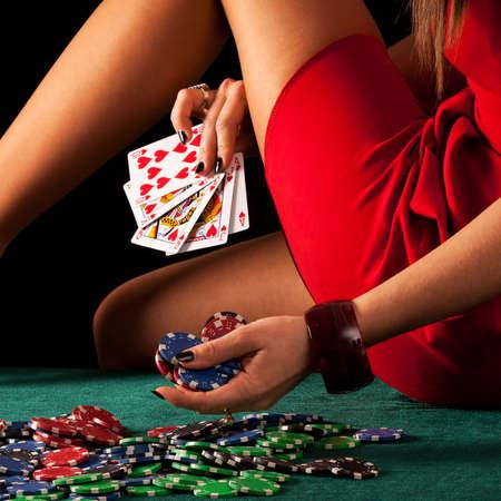 Eine sexy Glücksspiel Frau mit einem Poker Royal Flush Standard-Bild - 46905756